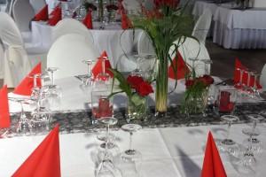 private-events-hochzeiten-geburtstage-Hochzeitstisch Dekoration