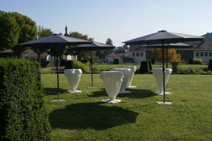 Stehtischverleihg, Sonnenschirmverleih, Hochzeitsdekoration, Raumsuche für Veranstaltung
