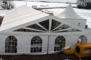 vensys-einweihung-windkraftrad-Zelt im Schnee
